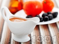 Рецепта Бърз домашен доматен сос от пресни домати, риган и маслини за спагети, риба или бяло месо